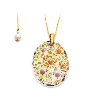Oval Pendant and Charm Necklace, fig. 1