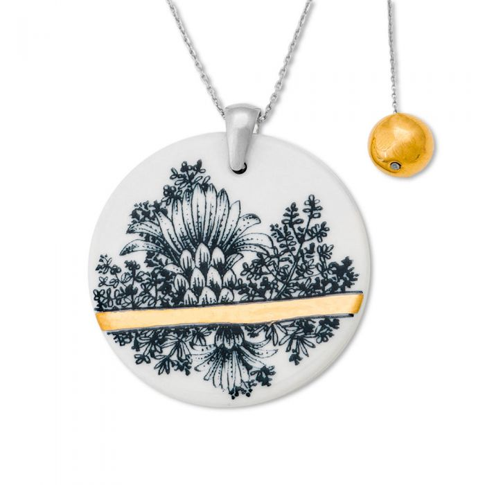 Round Pendant and Charm Necklace, fig. 1