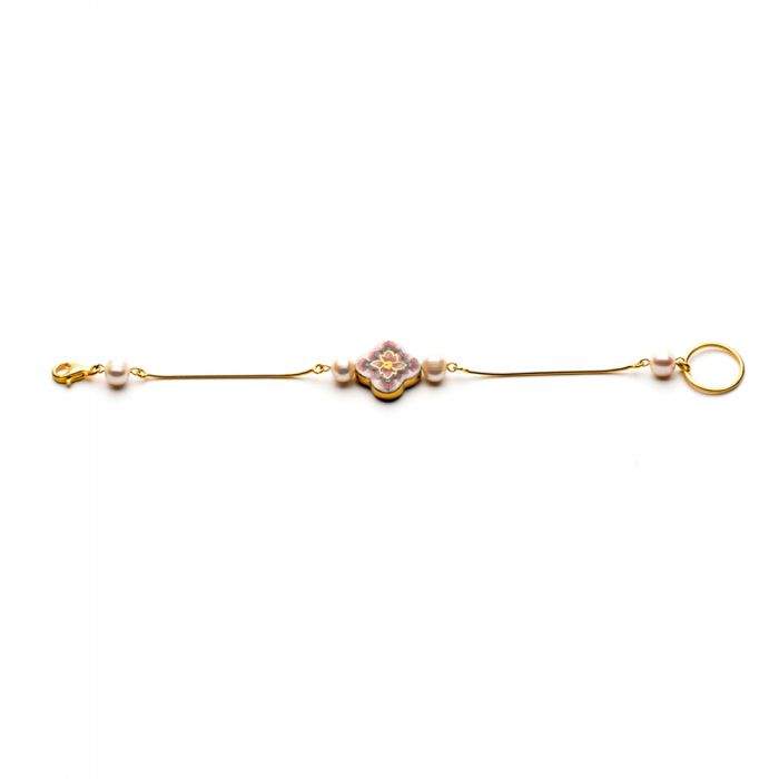 Cross and Pearl Bracelet, fig. 2